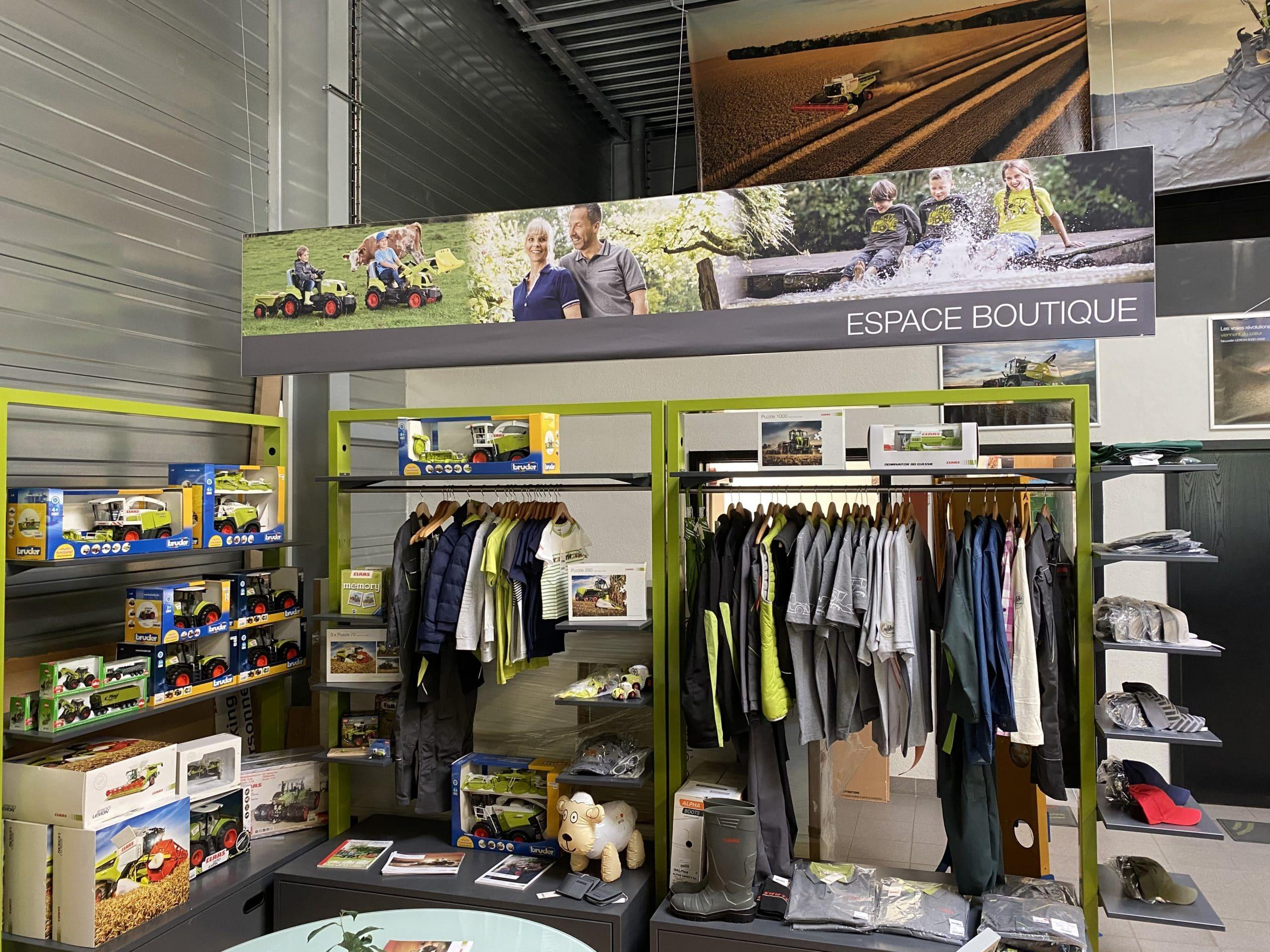 Espace boutique chez JF AGRI à Schlierbach merchandising CLAAS